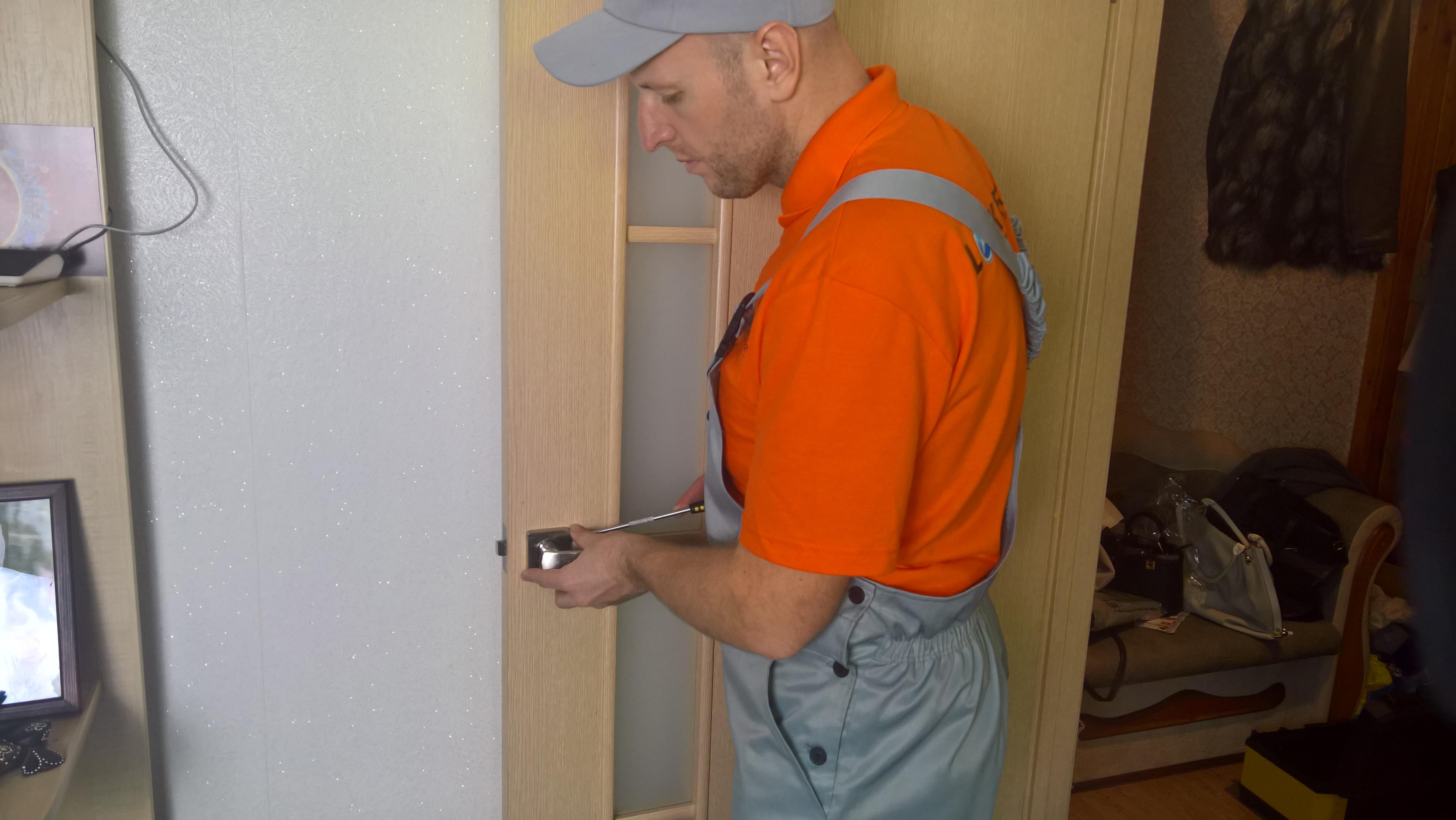 Ручка межкомнатной двери бьется током - что делать?