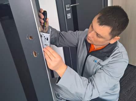 Замена и установка надежных взломостойких дверных замков с гарантией от 1 до 3х лет.